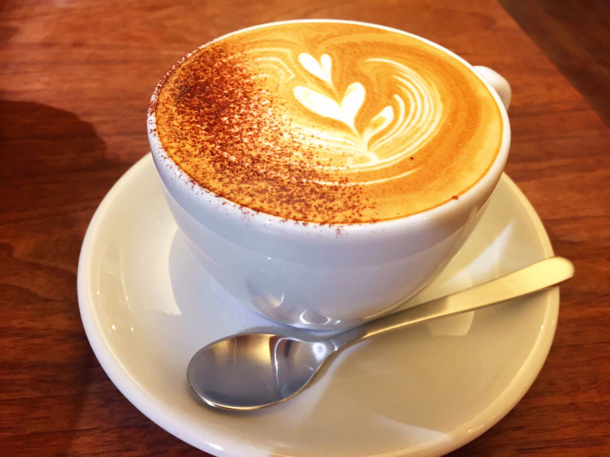 桑名駅前にあるnanairo coffeeのカプチーノ